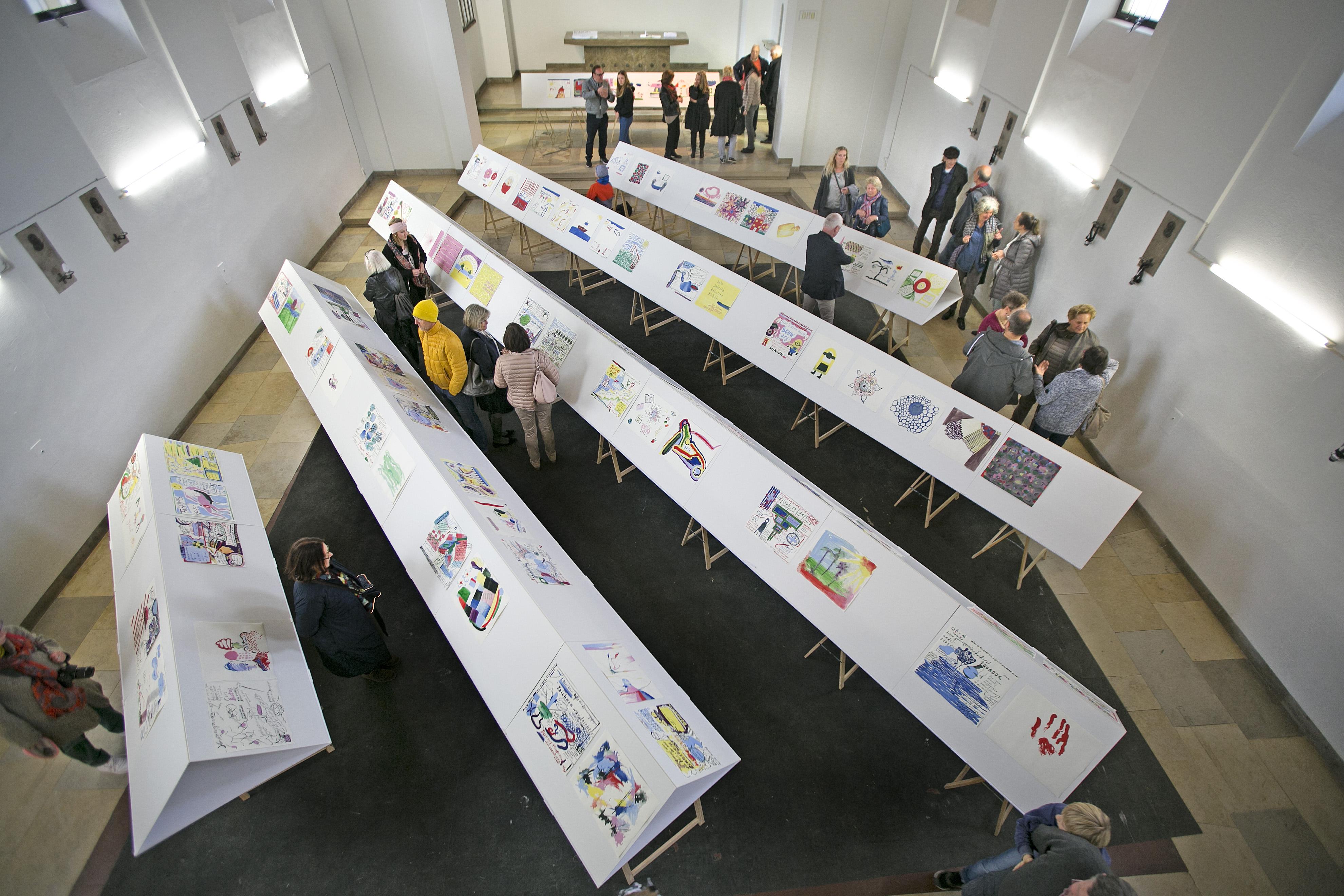 Ausstellung im Kunstverein Neuhausen: Hausbesuchsgespächszeichnungen von Dorothea Schulz.